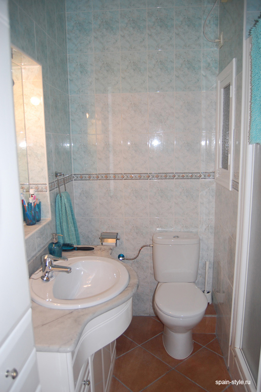 Seaview apartment for sale in Almuñecar,    Bathroom