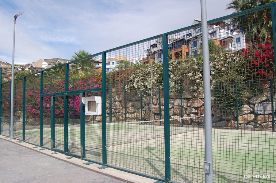 Beachside apartment in the Galera Playa, Almunecar,	Community  Paddle tennis court