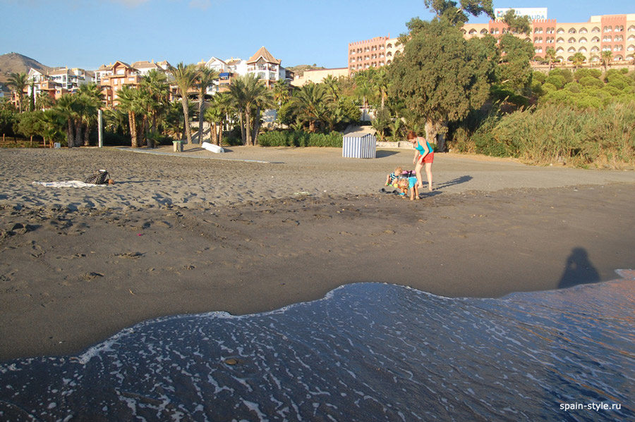 Beachside apartment in the Galera Playa, Almunecar, on the beach