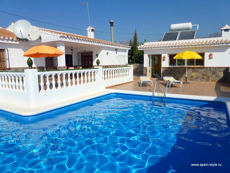 Casas para alquiler en espa a comprar propiedad en for Alquiler casa piscina