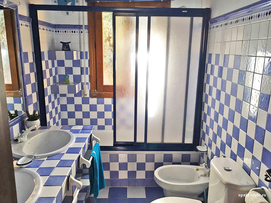 Bathroom in blue colors,  Country house in Granada with a tourist accommodation business