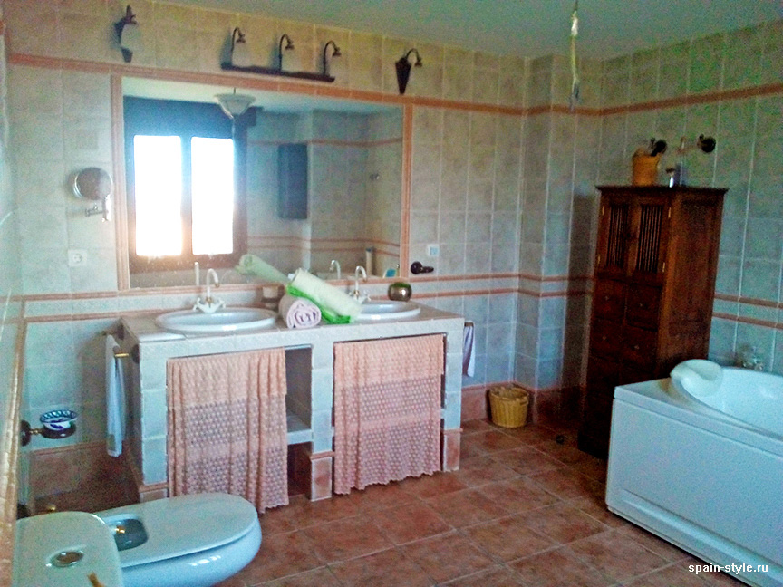 Bathroom,  Country house in Granada with a tourist accommodation business