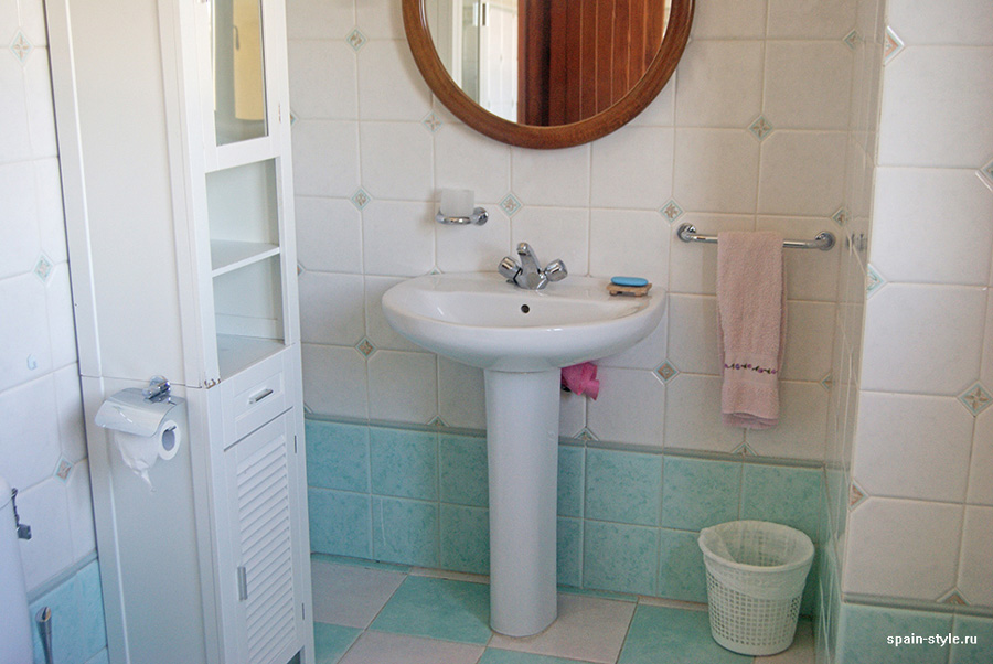 Bathroom sink, Country house in Granada with a tourist accommodation business