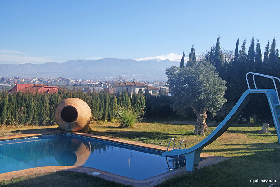 Swimming pool with montains views, Country house in Granada with a tourist accommodation business