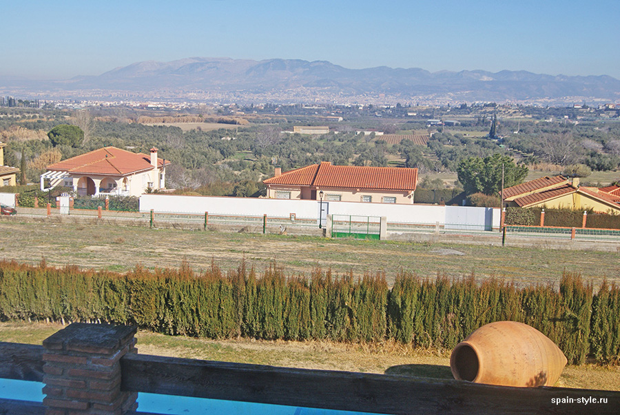 View of the pool and  the Sierra Nevada mountains, Country house in Granada with a tourist accommodation business