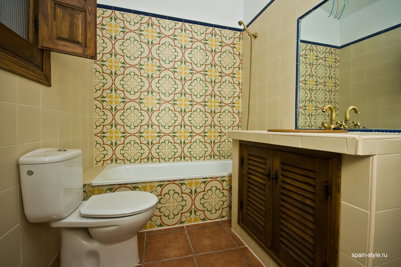 Country  house  with pool for sale in Torrox,  Bathroom