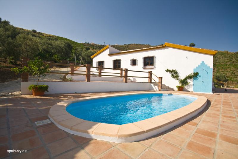 Casa rural con piscina en m laga for Casas con piscina en malaga