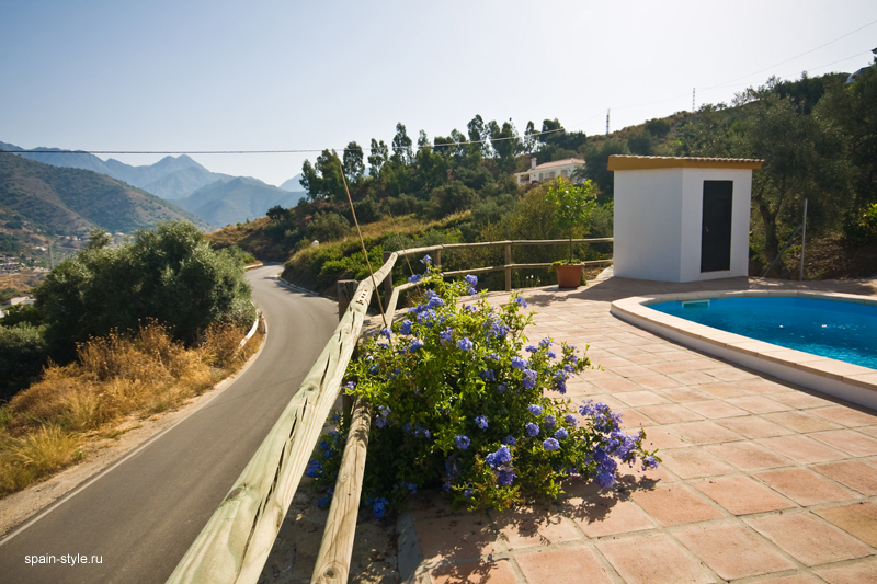 Casa rural con piscina en m laga vista a la monta a for Casas con piscina en malaga