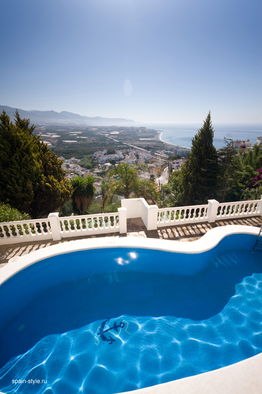 Seaview villa in Punta Lara, Nerja  , Pool