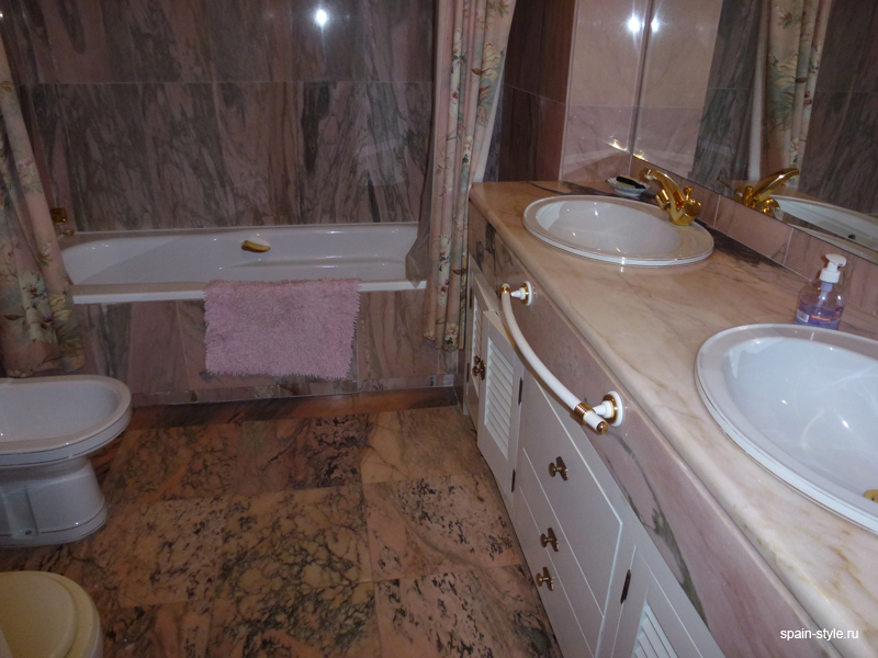 Bathroom, Luxury apartment for sale  in the center of Marbella