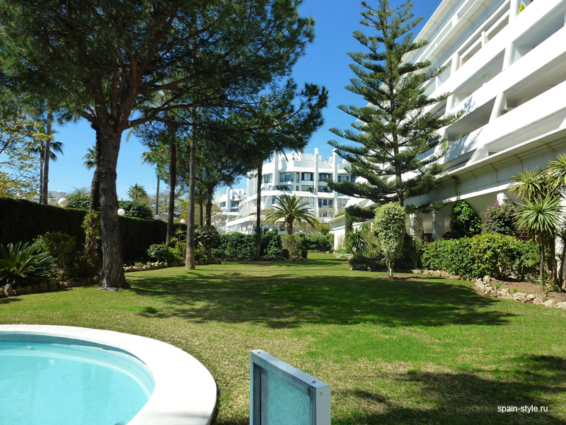 Pool and garden, Luxury apartment for sale  in the center of Marbella