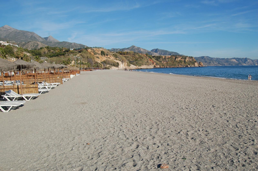 la playa Burriana en Nerja