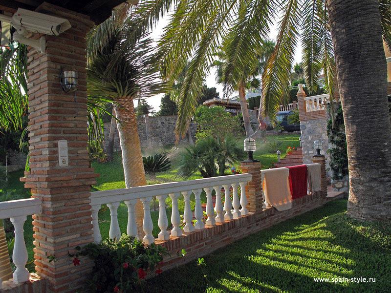 Chalet de lujo en la punta de la mona granada almu car for Jardin villa austral punta arenas