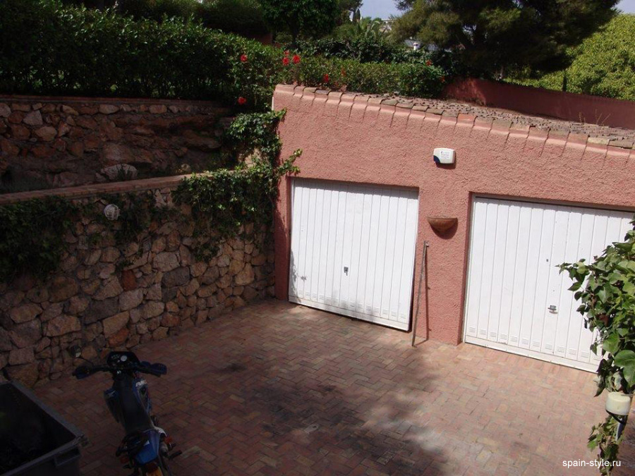 2 covered garages