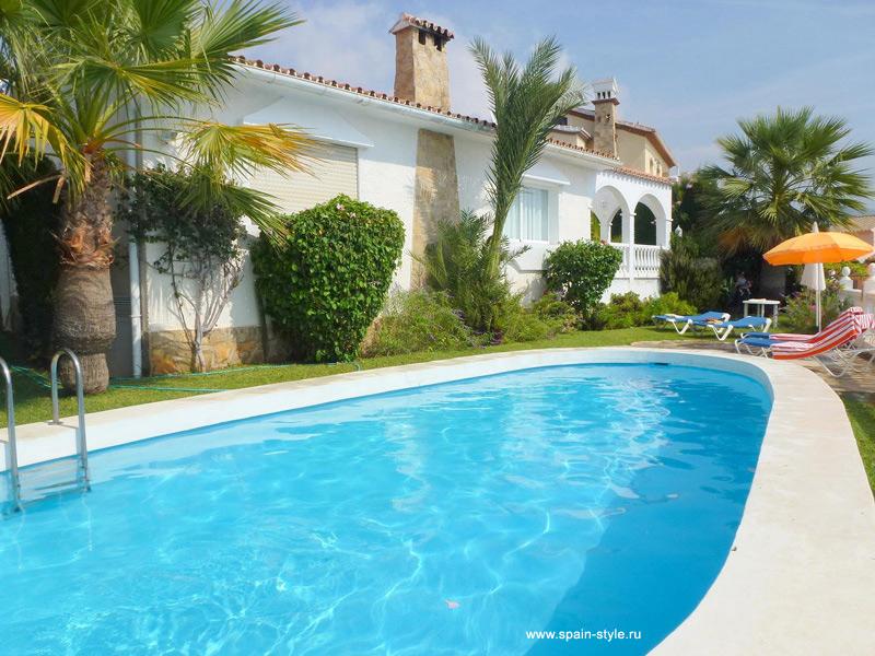 Villa En La Playa Burriana Nerja Alquiler Comprar
