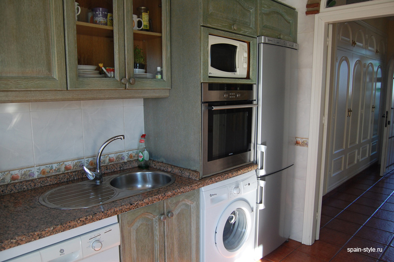 Fully-fitted kitchen, Seaview villa for sale in Nerja